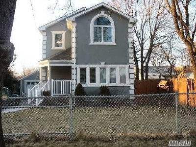 central Islip Single Family Home For Sale: 285 Elmore St