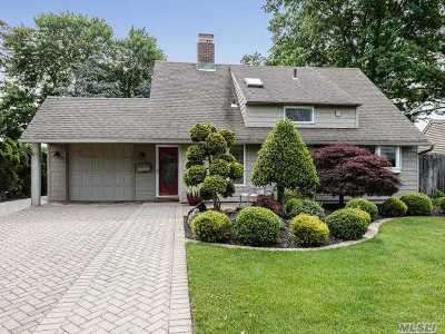 Westbury Single Family Home For Sale: 25 Forest Ln