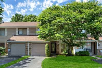 Smithtown Condo/Townhouse For Sale: 174 North Ln