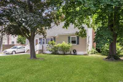 West Islip NY Single Family Home For Sale: $357,900
