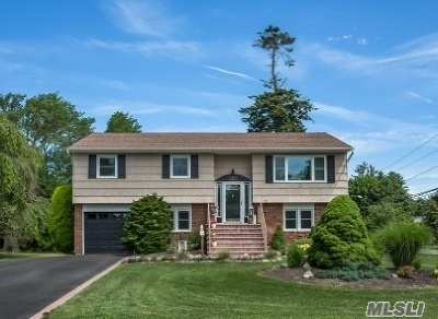 West Islip Single Family Home For Sale: 15 Pansmith Ln