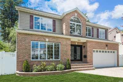 Merrick Single Family Home For Sale: 2620 Lincoln Blvd