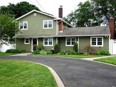 East Islip Single Family Home For Sale: 148 E Madison St