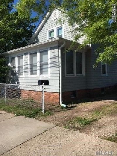 Bay Shore Single Family Home For Sale: 194 5th Ave