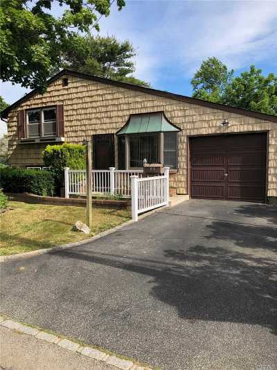 Bay Shore Single Family Home For Sale: 20 Brookdale Dr
