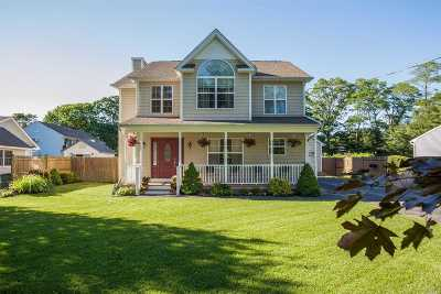 Ronkonkoma Single Family Home For Sale: 825 Peconic St