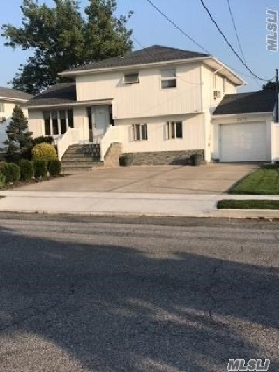 Bellmore Single Family Home For Sale: 2472 Kerry Ln