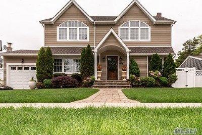 Hicksville Single Family Home For Sale: 125 Cambridge Dr