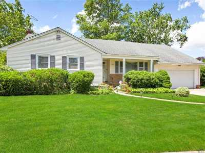 East Meadow Single Family Home For Sale: 620 Garner Pl