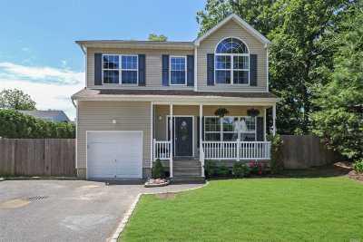 Huntington Single Family Home For Sale: 26 Delamere St