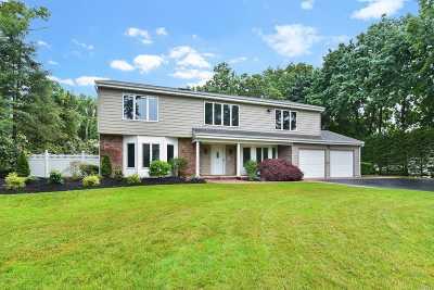 Farmingville Single Family Home For Sale: 68 N Morris Ave