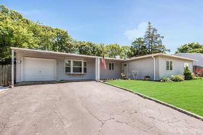 Farmingville Single Family Home For Sale: 1335 Waverly Ave