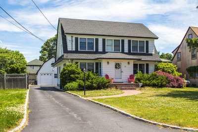 Bay Shore Single Family Home For Sale: 41 Seafield Ln