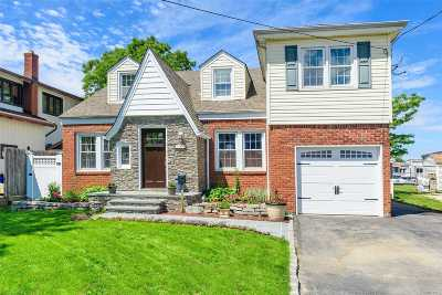 Freeport Single Family Home For Sale: 746 Guy Lombardo Ave