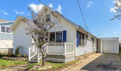 Lindenhurst Single Family Home For Sale: 874 Arctic St