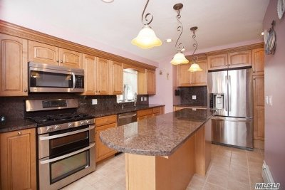 Selden Single Family Home For Sale: 44 March Ct
