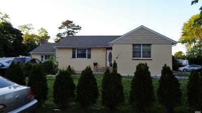 Bay Shore Single Family Home For Sale: 15 Poplar Pl