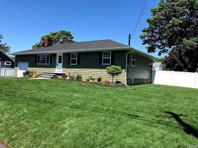 Lindenhurst Single Family Home For Sale: 10 Palm St