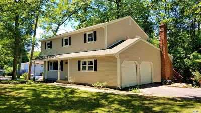 Nesconset Single Family Home For Sale: 39 Spectacle Lake Dr