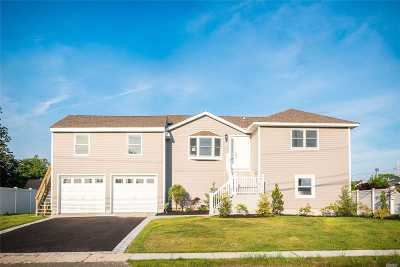 Lindenhurst Single Family Home For Sale: 57 Verdi Ter