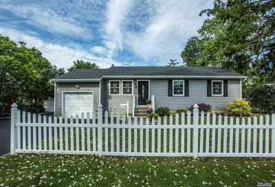 Lindenhurst Single Family Home For Sale: 307 S 14 St