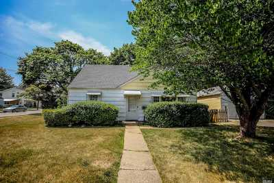 Hicksville Single Family Home For Sale: 1 Violet Ave