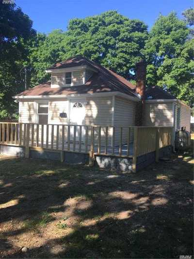 central Islip Single Family Home For Sale: 24 Peters Blvd
