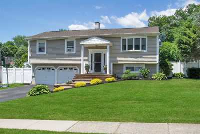 Hauppauge Single Family Home For Sale: 53 Holiday Park Dr