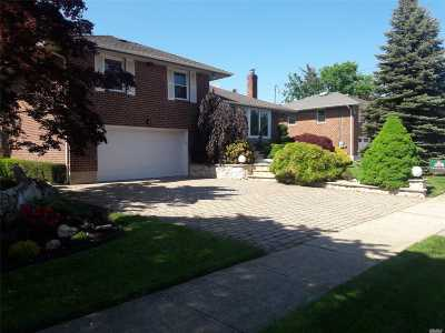 Nassau County Single Family Home For Sale: 116 Oakwood Dr