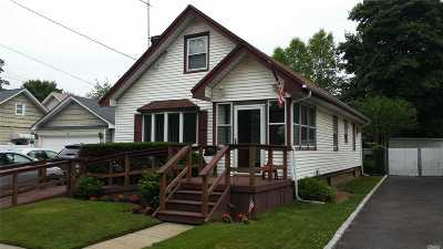 Nassau County Single Family Home For Sale: 224 Rolling St