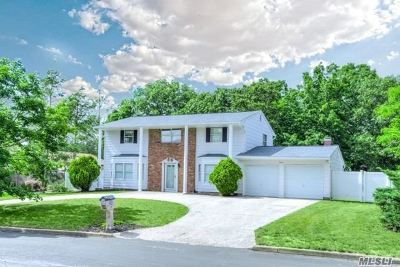 Suffolk County Single Family Home For Sale: 11 Samuels Ln
