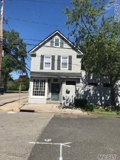 Suffolk County Single Family Home For Sale: 45 Division Ave