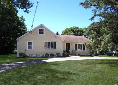 Suffolk County Single Family Home For Sale: 14 Maple St