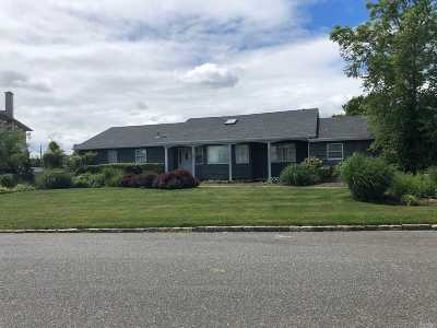 Babylon Single Family Home For Sale: 23 Waters Edge Ct