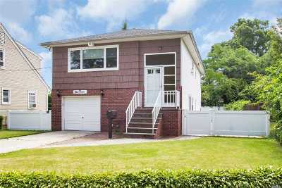 Lynbrook Single Family Home For Sale: 19 Tollgate Ct