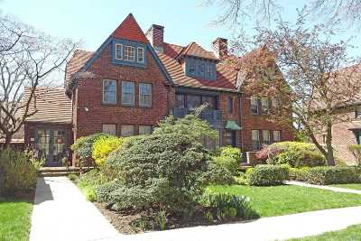Forest Hills Single Family Home For Sale: 41 Ingram St