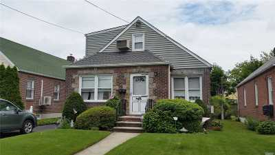 Fresh Meadows Single Family Home For Sale: 6541 172 St