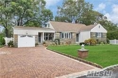 West Islip Single Family Home For Sale: 99 Edgewood Rd