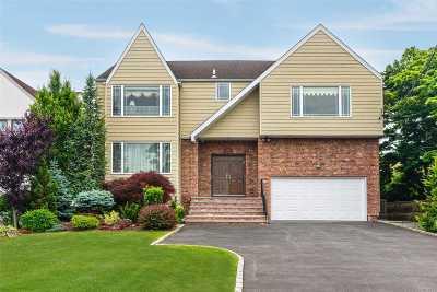 Merrick Single Family Home For Sale: 1956 Lake End Rd