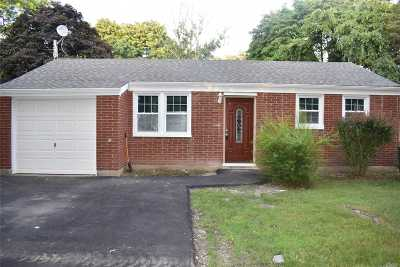 Bay Shore Single Family Home For Sale: 1625 N Thompson Dr