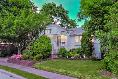 Bellmore Single Family Home For Sale: 2529 Newbridge Rd