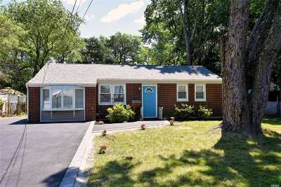 Bay Shore Single Family Home For Sale: 1741 N Thompson Dr