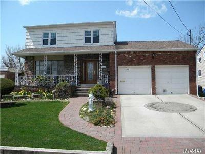 Freeport Single Family Home For Sale: 672 S Long Beach Ave