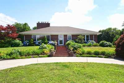 Huntington Single Family Home For Sale: 124 Greenlawn Rd
