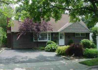 Syosset Single Family Home For Sale: 37 Arizona Ave