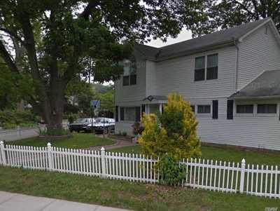 Huntington Single Family Home For Sale: 500 Oakwood Rd