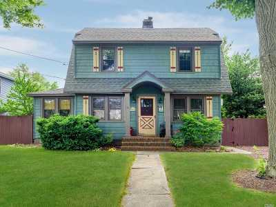 Merrick Single Family Home For Sale: 10 Central Pkwy