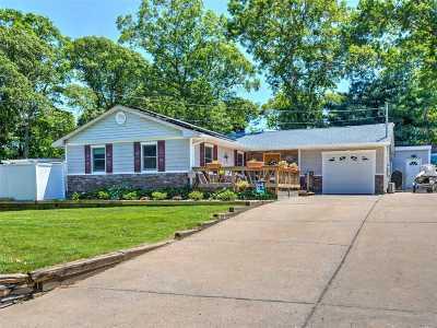 Ronkonkoma Single Family Home For Sale: 220 Seminole St