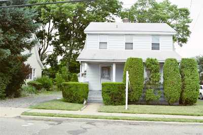 Hicksville Single Family Home For Sale: 20 Rave St