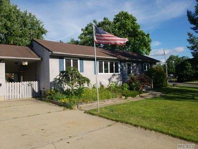 Centereach Single Family Home For Sale: 32 Garden Ln
